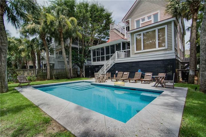 Book Soon For New Lower Rates! Great 4 Bedroom Home Close to the Beach w/ Private Pool
