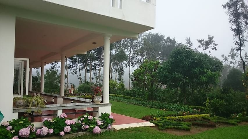 The Grand Oak Coorg 2 - Kirgur - Bed & Breakfast