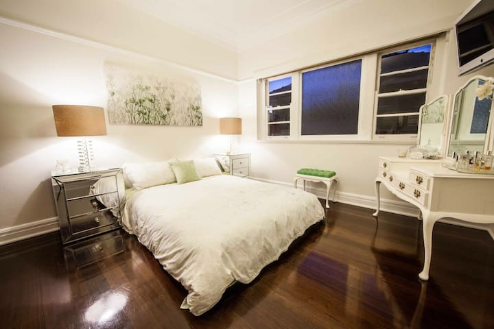 Art Deco luxury - Chic Bedroom - Brighton - Apartamento