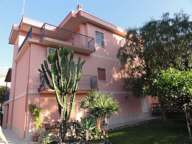 Lato Monte, Calabria Casa Vacanze - Ardore Marina - Apartamento