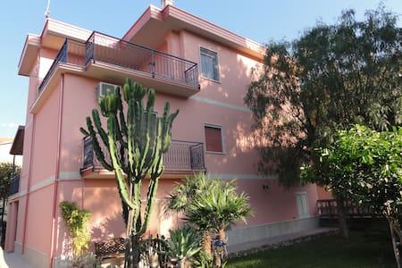 Lato Monte, Calabria Casa Vacanze - Ardore Marina - Daire