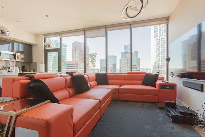 Chic Penthouse With Panoramic LA View