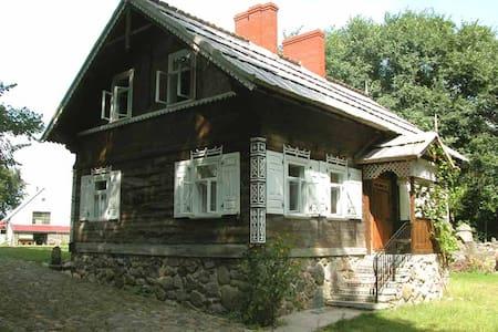 Übernachten im antiken Holzhaus  Da