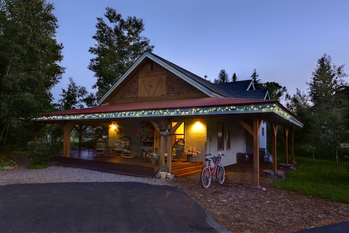 The Mariposa Lodge Bed & Breakfast!