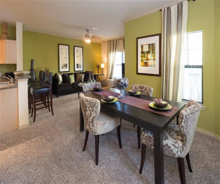 Amazing 2BR w/ pool, gym and more in Fort Worth