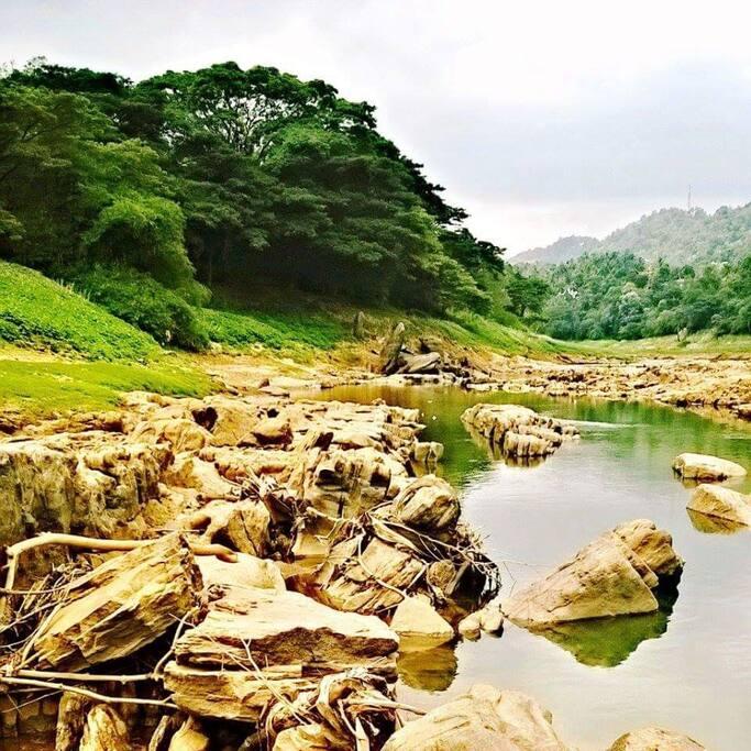 Surrounding: Mahawali River