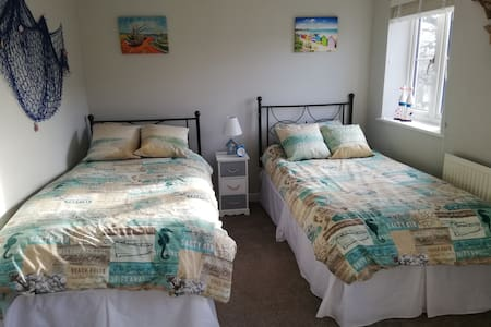Comfortable, secure twin room in a quiet village