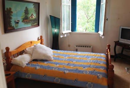 Chambre avec balcon face à la mer