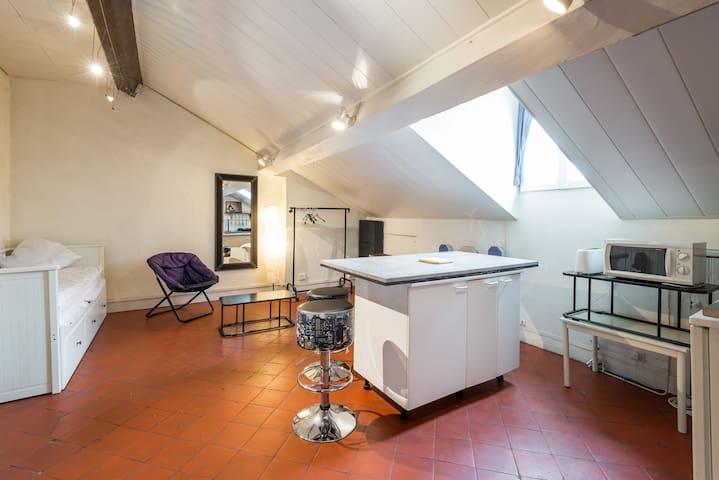 studio lyon part dieu meubl 2p flats for rent in lyon rhone alpes france. Black Bedroom Furniture Sets. Home Design Ideas