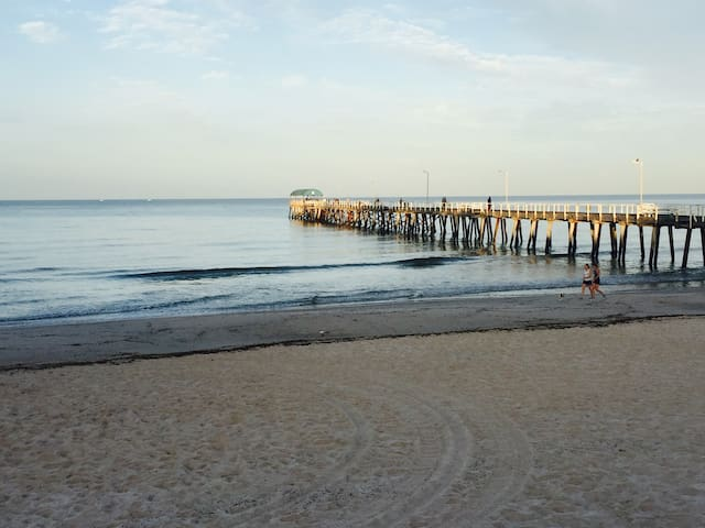Beach side stay 300m from the beach! - Henley Beach