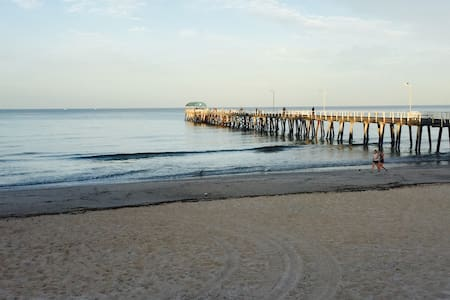 Beach side stay 300m from the beach! - Henley Beach - Casa
