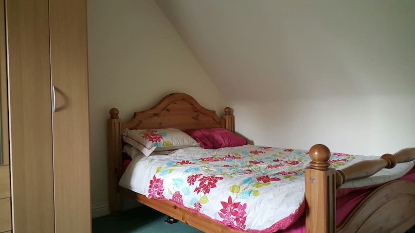 Double Room in Large Executive Home