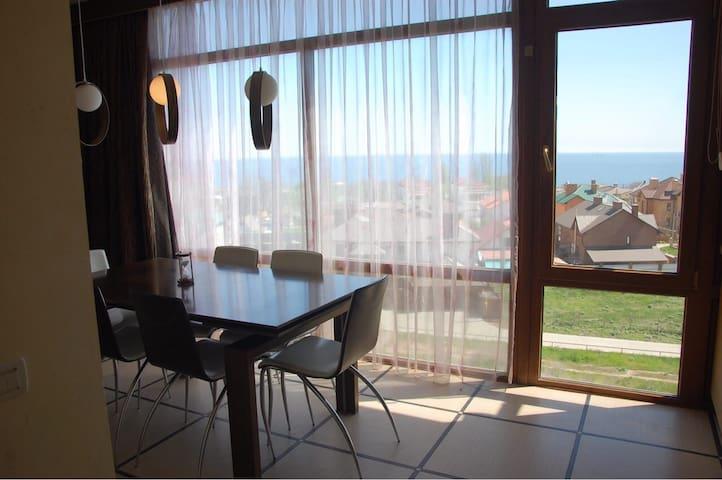 Просторная квартира с видом на море!
