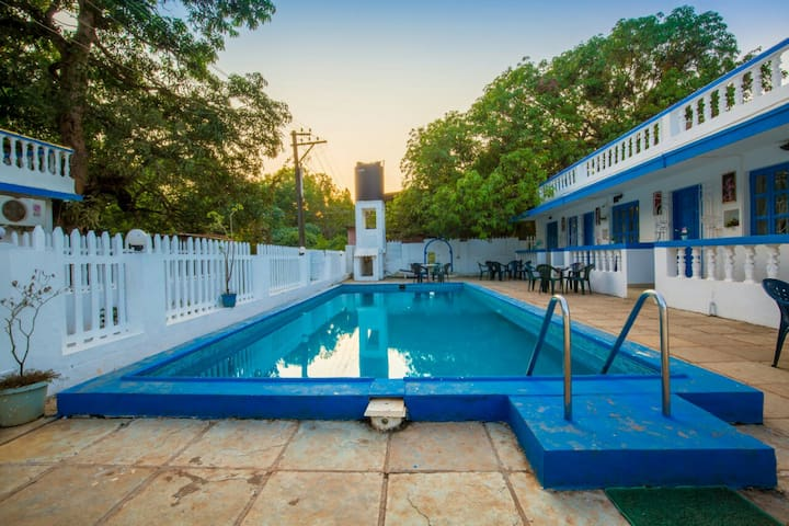 1  Room with swimming  pool 5min Candolim beach