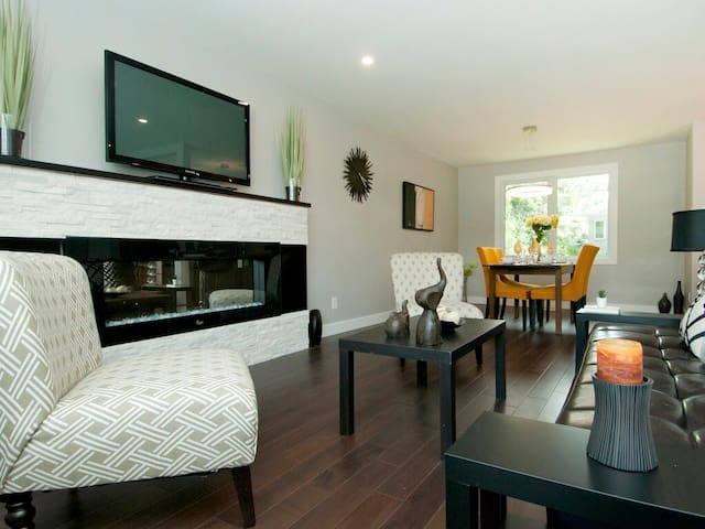 Fabulous 4 bed Single home Downtown/Airport/CHEO
