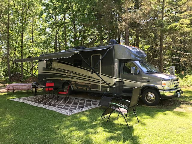 BAY LAKE RV AND PONTOON BOAT PACKAGE