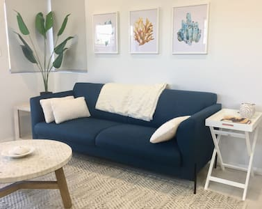 Hamptons Haven - ideal location - NETFLIX and WIFI