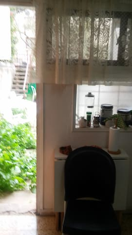 The hidden appartment with a small patio - Rehovot