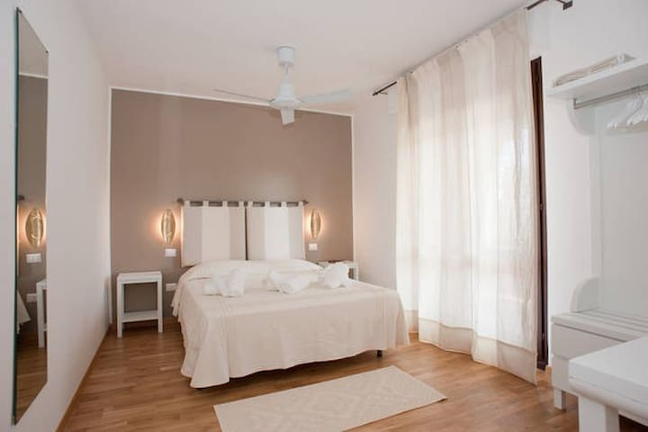 **White Apartment ** terrace ** private parking**