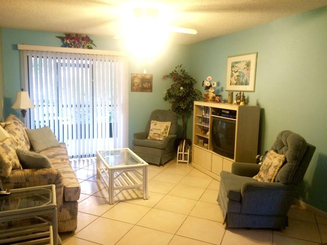 Living room, tile throughout