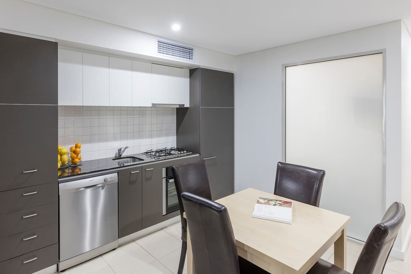 1 Bedroom: Kitchen and Dining