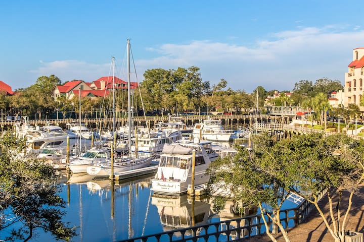 Condo in the bay w/ shared pool and balcony view!