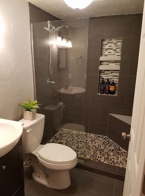 Private bathroom w/ toiletries and hairdryer provided