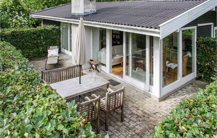 Holiday cottage with 2 bedrooms on 80m² in Græsted