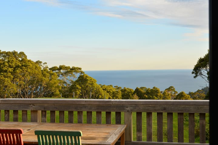 Long Tide Retreat- stunning ocean and forest view