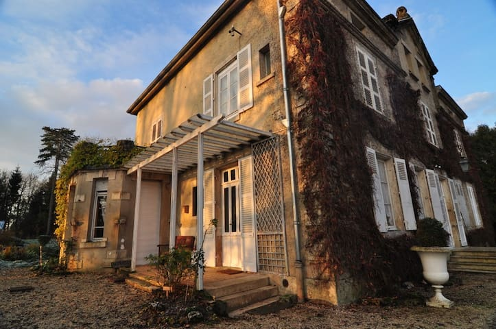Authentic French Mansion - Rachecourt-Suzémont - Casa