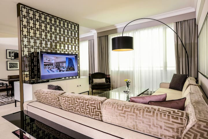 Luxurious 3-bedroom Penthouse with hotel services