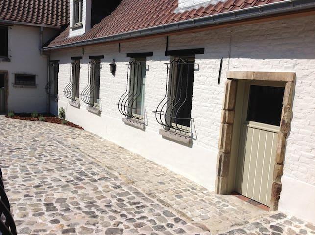 Boerderijtje/farmhouse - Ninove - Hus