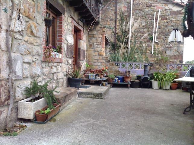 Casa campo 2 habitaciones dobles - Parbayón, Cantabria, ES - Hus