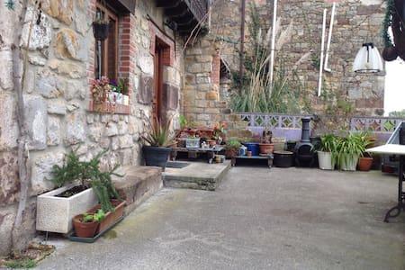 Casa campo 2 habitaciones dobles - Parbayón, Cantabria, ES - 獨棟