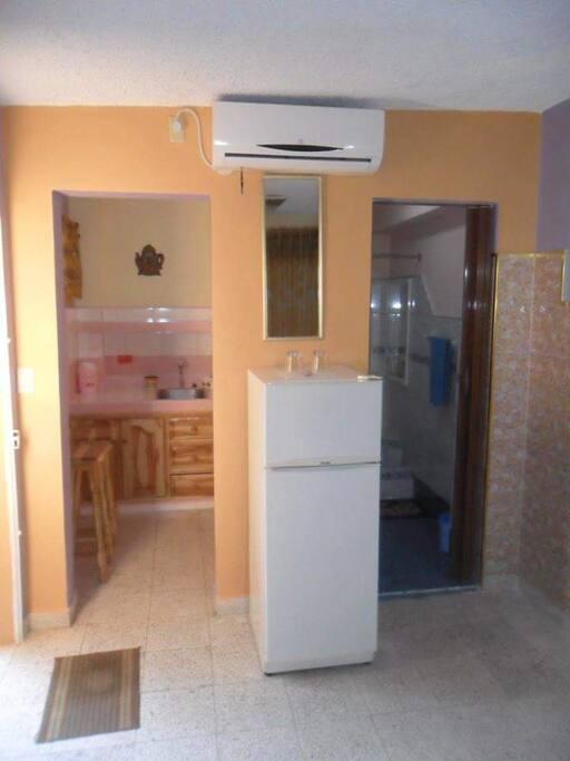 Habitacón, Baño, Cocinita.