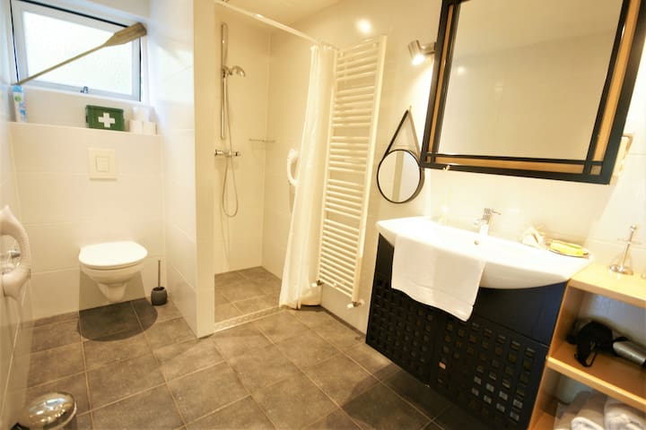 Comfi & Spacious (3,65 x 2 meter) Bathroom ensuite, with lovely Underfloor Heating and a design Radiator for (free) LUXURY WARM TOWELS. All utilities available, such as: Hair dryer, soap, shampoo, first aid kit, toilet paper, drying rack, iron and..