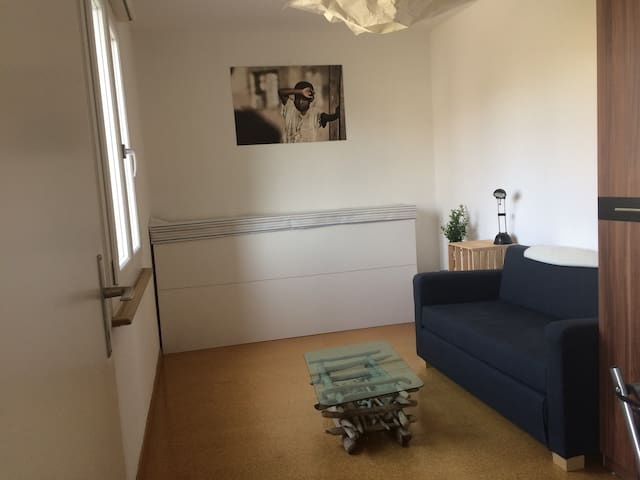 Small and familiar Room - Wiler bei Utzenstorf - Departamento