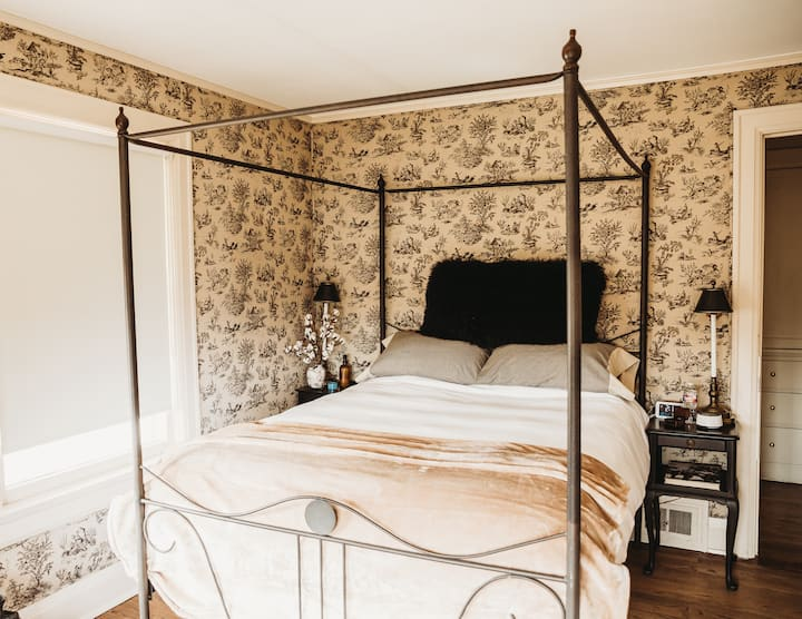 The Mabelle Cottonwood Deluxe Queen Room