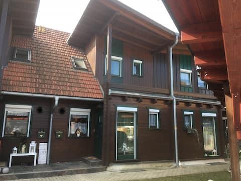 Holzblock-Reihenhaus, Nähe SCS Seiersberg