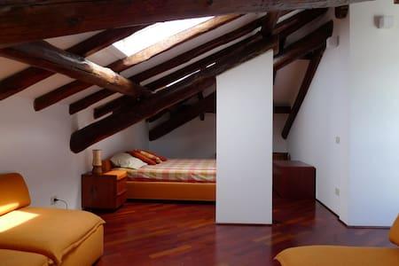 An Attic in a Villa by Lake Maggiore (Laveno) - Laveno-Mombello