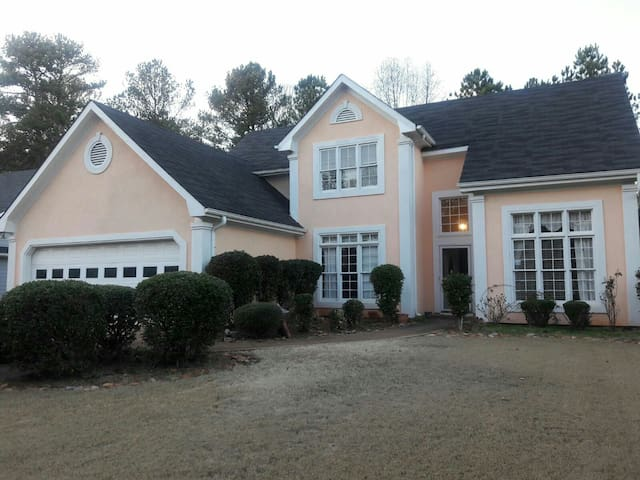 4BR HOUSE with quick i85 Access - Lawrenceville