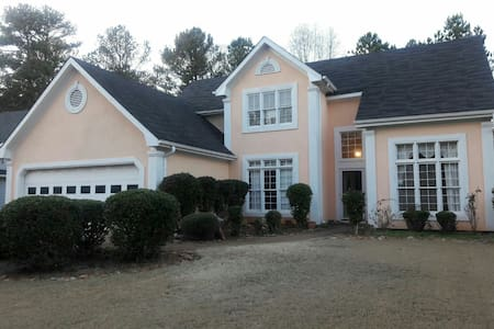 4BR HOUSE with quick i85 Access - Lawrenceville - Casa
