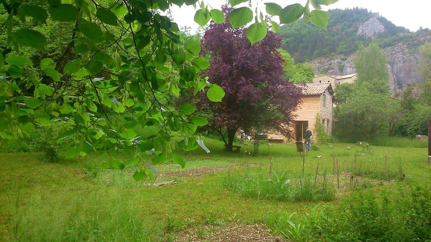 Maison avec jardin à louer, Drôme.