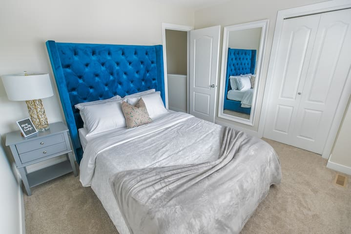 Enjoy this queen bed, with brand new ENDY mattress. Find a thinner comforter (incase you sleep hot) but multiple blankets (in case you're cold). Enjoy 2 firm and 2 soft pillows, for sleepers choice. Unpack and organize with the large walk in closet.