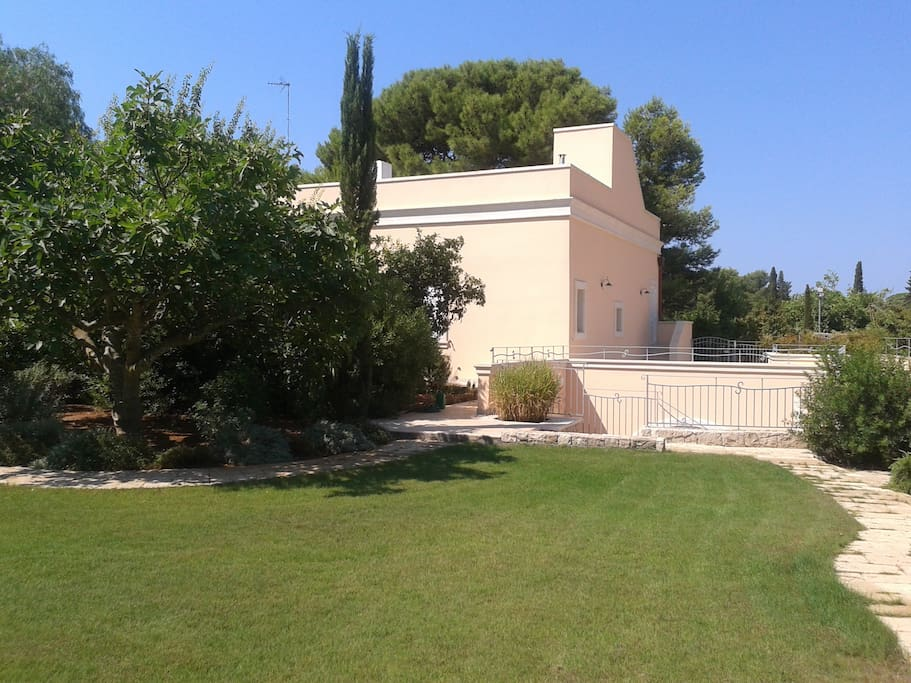 Back of Villa and entrance to  dependences