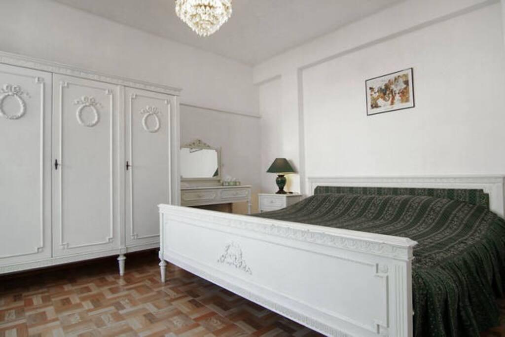 Bedroom Louis XVI furniture