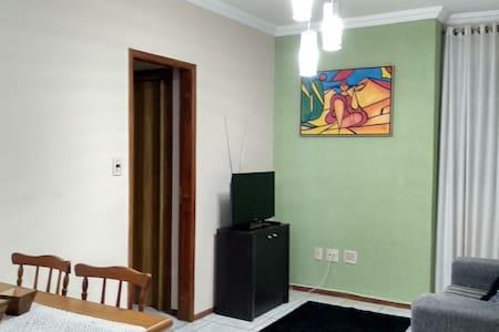 Ótimo apartamento de 2 quartos com garagem e Wi-fi