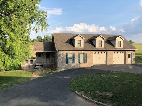 Cozy Cottage on Firefly Farm