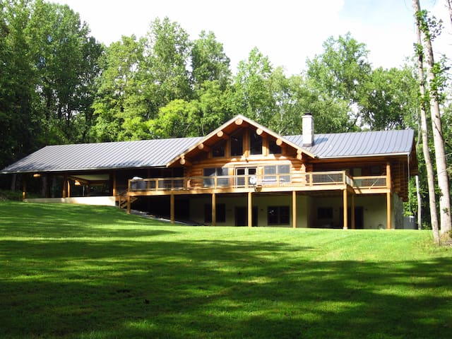 VA Wine Country, 25 acres, amazing lodge! - Amissville - Huis