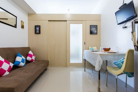HotelLike Living with Superhost Service. Book now!